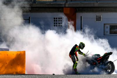 La Aprilia de Iannone acaba en llamas