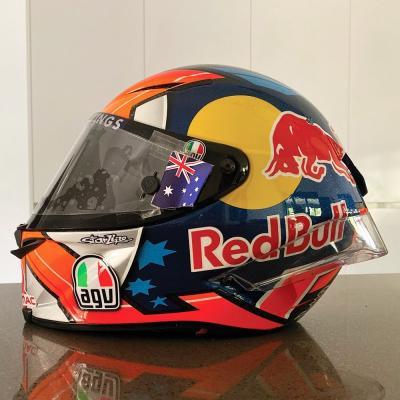 Miller auctions helmet for bushfire crisis thumbnail
