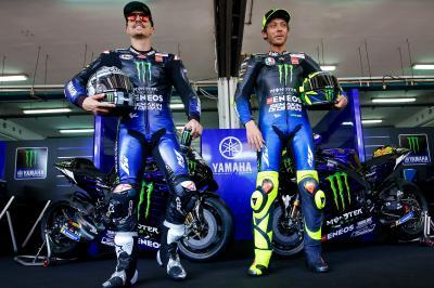 Rossi y Viñales se presentan en familia con Lorenzo