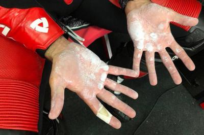 """Inside"" the gloves of @Petrux9"