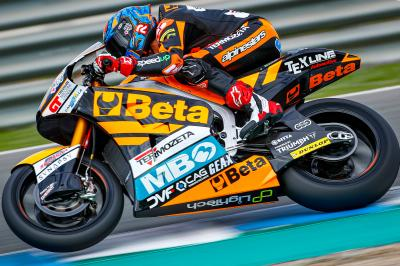 Navarro tops test Day 1, Roberts on the pace