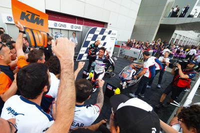 Arenas hangs on to clinch epic Moto3™ season opener