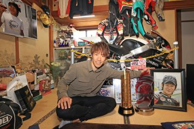 Reunited with his dear friend Shoya Tomizawa. @tetsuta45 visited Shoya's