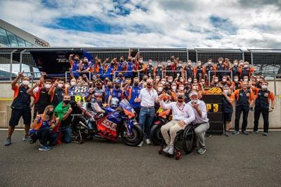 Four riders, one bike, one team: two wins