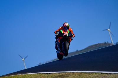 Aleix Espargaró vuela y Yamaha toma la delantera en Portimao