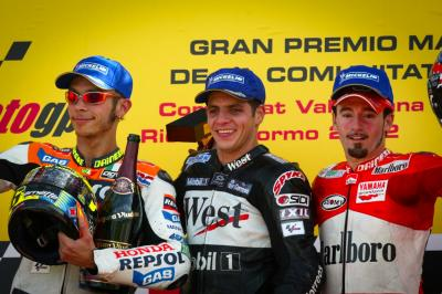 El día que Alex Barros batió a Rossi en Valencia 2002
