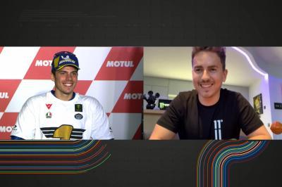 Mallorca's MotoGP™ Helden: Jorge Lorenzo gratuliert Joan Mir