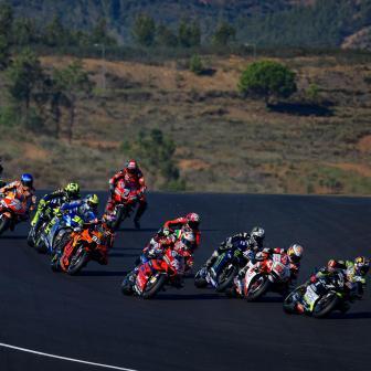 High-Tech-Lichtpaneele ein Muss auf allen MotoGP™-Strecken