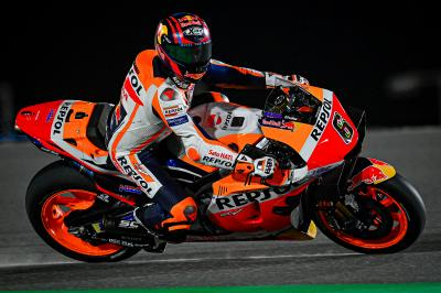 Bradl leads Oliveira halfway through Day 1 in Qatar