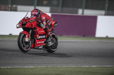 Bagnaia bate el récord de vuelta de Losail para su primera pole en MotoGP ™