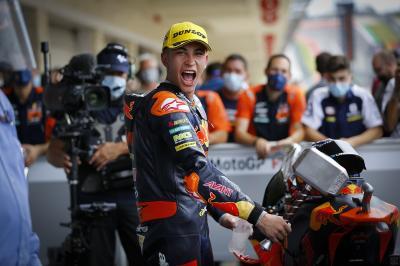 Moto2™ race recap: Fernandez' hammer blow to Gardner